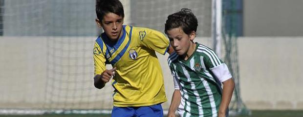 futbolcarrasco2AlevinSevilladeMarianoCorrederadeBetisweb1